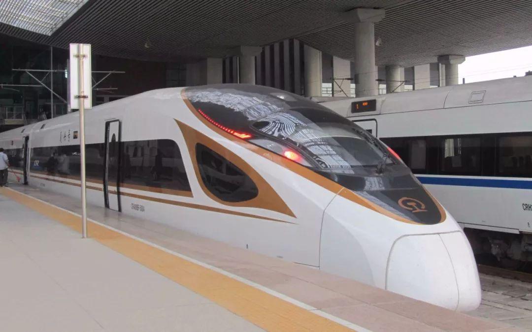 2017年12月,最新的复兴号列车首次来到福建图片