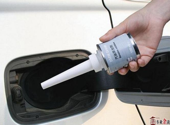 给汽车加油的时候,有几个细节你需要注意 - 周磊 - 周磊