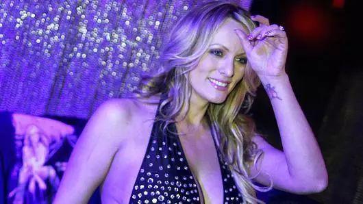 娱乐 正文  麦克杜格尔是继色情片女星斯托米·丹尼尔斯之后,第二位