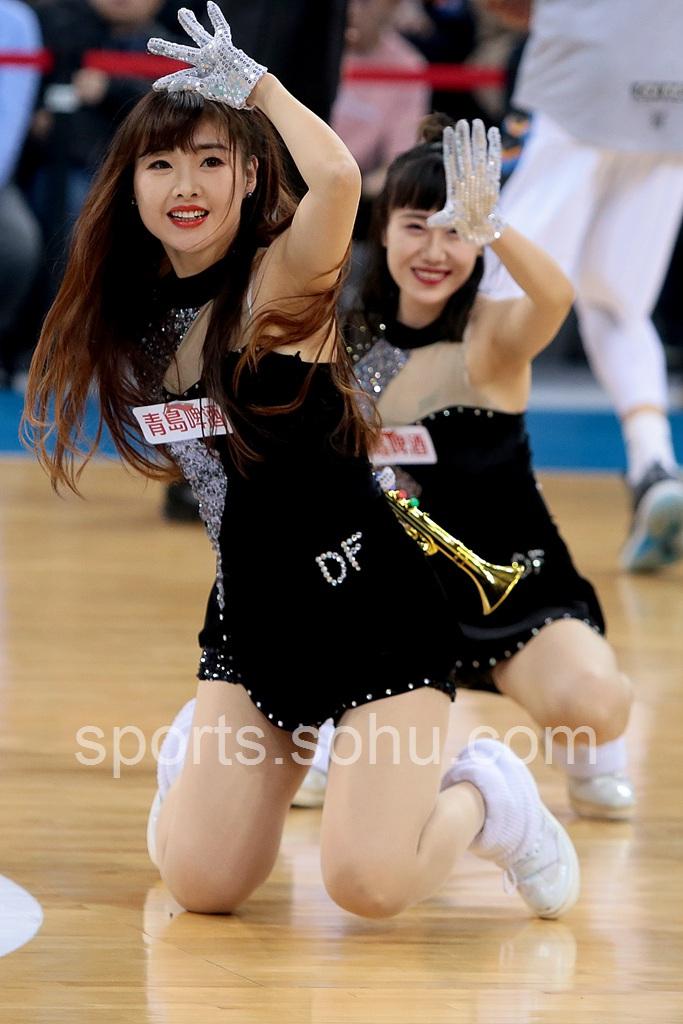 组图:北京首钢篮球宝贝热舞 身材修长舞姿迷人-沙巴体育官网