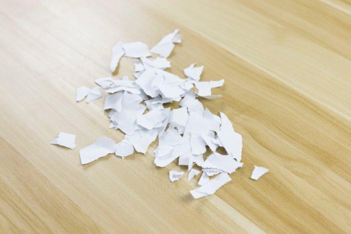 接着小礼君测试一些大小不一的碎纸屑,要是家里面有熊孩子,估计对这些