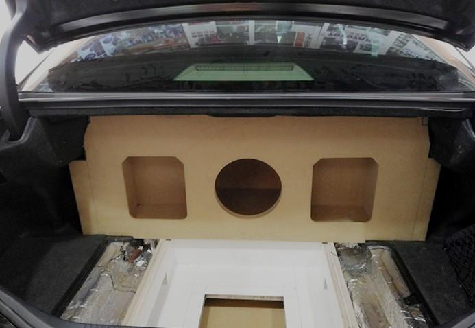 丰田皇冠尾箱变形金刚工艺制作——打造完美移动音乐厅
