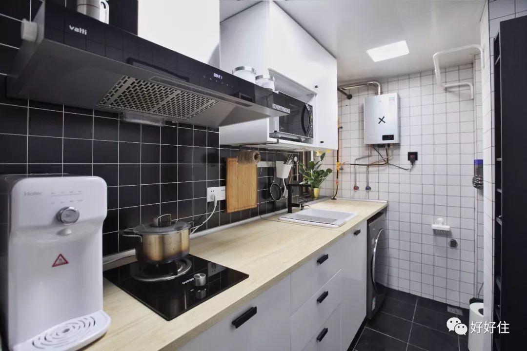 我们将生活阳台和厨房打通,加大了厨房空间.