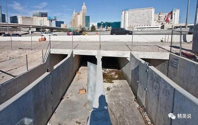 大墙后面:住在下水道中的人们.....