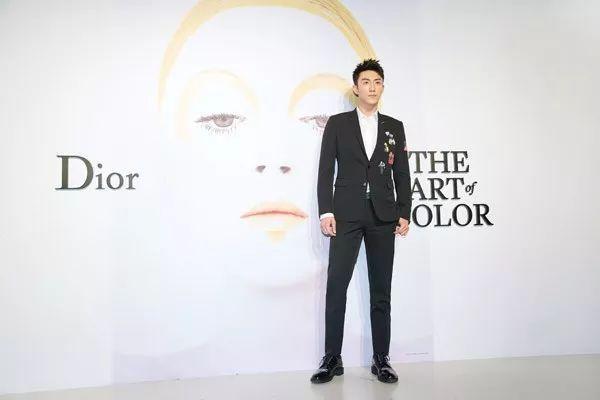 """【资讯】""""DIOR, THE ART OF COLOR"""" 艺术展览盛大启幕"""