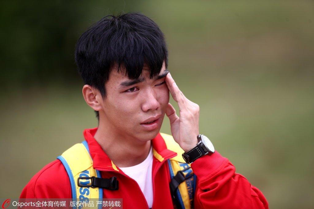 高清:国足训练球迷场边观看 接受采访失控落泪- bet36体育在线