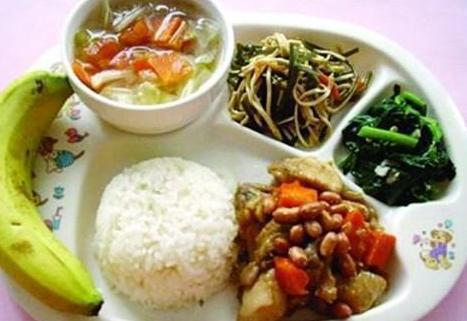 幼儿园中餐食谱大全_中国妈妈看了各国幼儿园午餐对比,纷纷庆幸自己没钱移民!