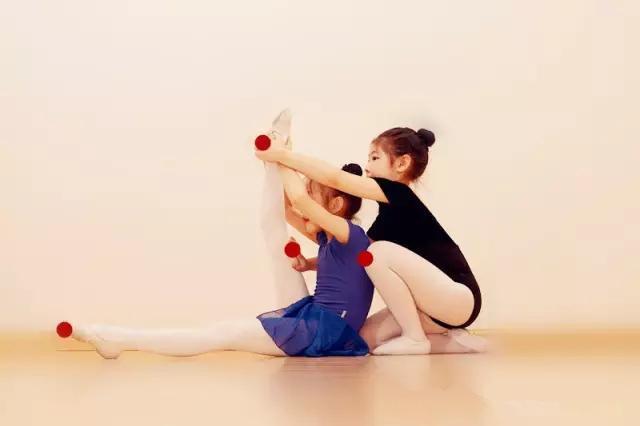 舞蹈知识课堂第4课:地面搬前腿