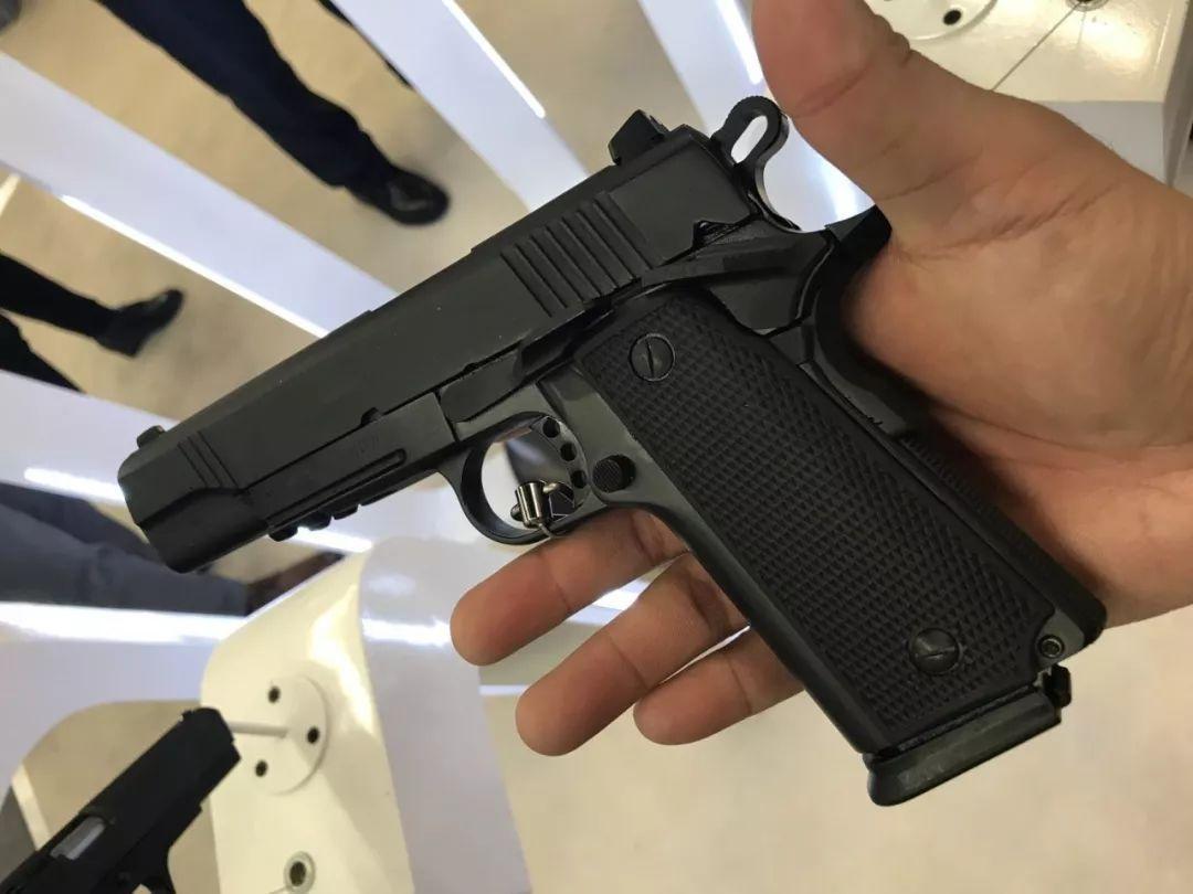 中国枪械亮相纽伦堡国际户外狩猎展:展示枪械做工惨不