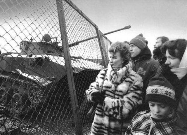 1990年苏联gdp_1990年此国率先独立,苏联派50万军队进入,但最后还是让其独立了