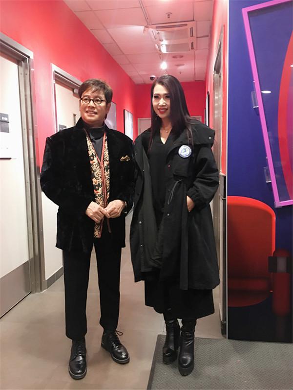 著名歌星蒋姗倍参加谭咏麟香港亚洲博览馆阳光公益慈善个人演唱会
