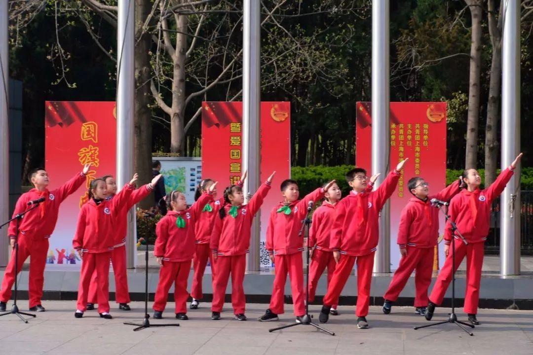 《把青春梦融入中国梦》