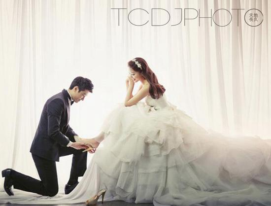 扬州婚纱摄影公司_扬州罗马假日婚纱摄影集团-记忆如果成了碎片,那是因为里面全部摆...