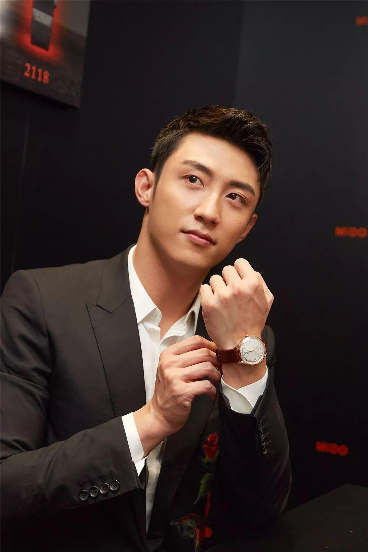 黄景瑜不仅是最帅狙击手 也是腕表这门课的优等生