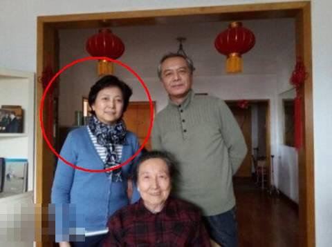 陈道明妻子近照曝光气质优雅 两人幸福携手36年