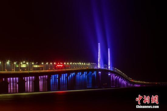 """港珠澳大桥创新通关模式 采用""""三地三检""""模式"""