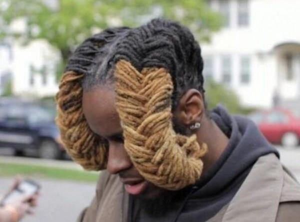 看看这位小哥的发型,虽说黑人都喜欢梳脏辫,但是这是个什么鬼?图片