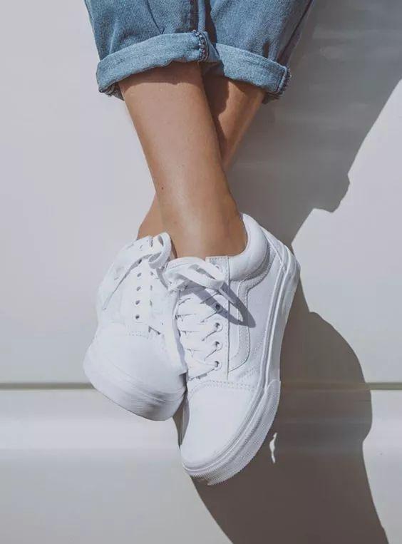 小白鞋过时了?看完我才明白......