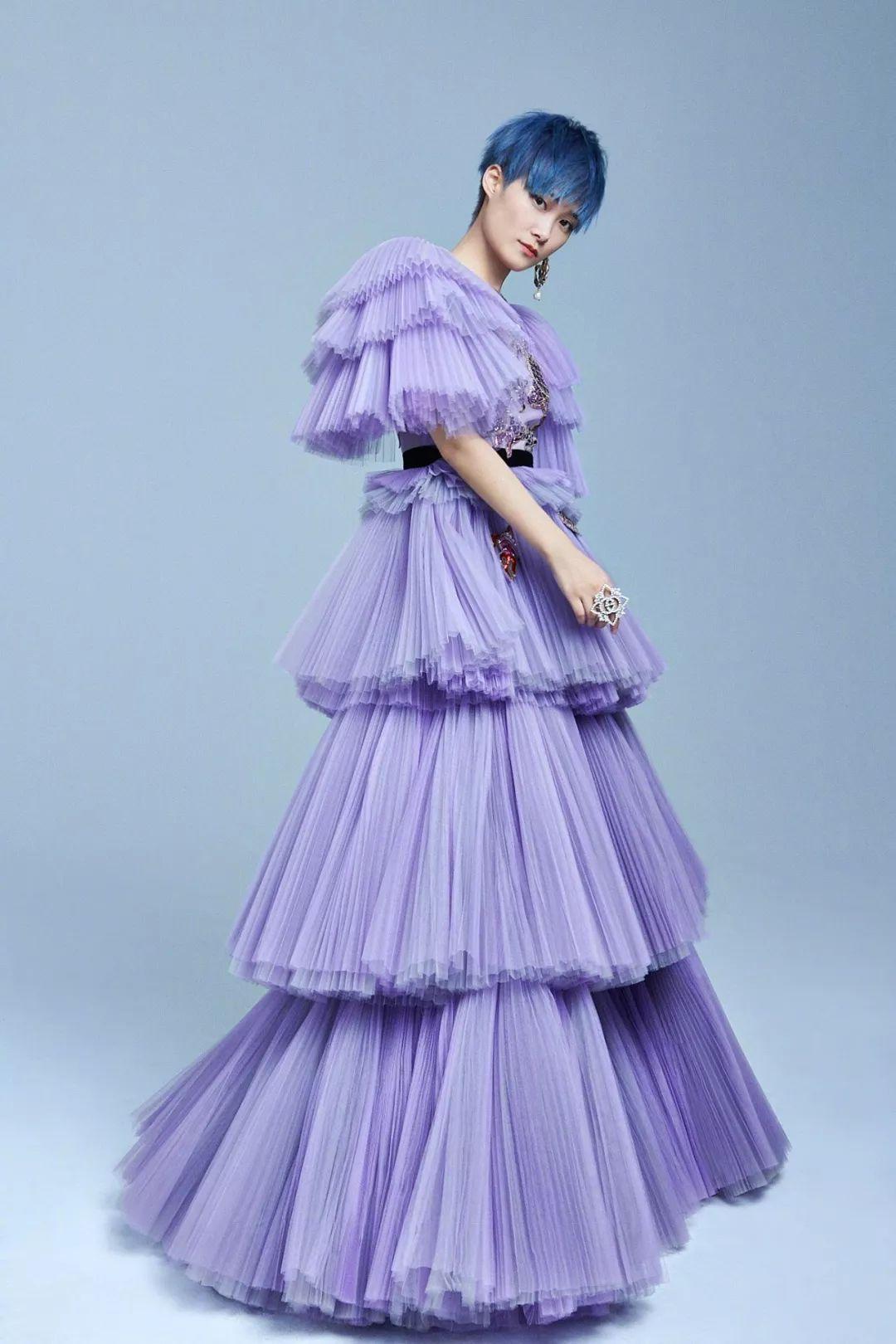 曾说绝不穿裙子的李宇春如今痴迷大长裙,这13年发生了什么?