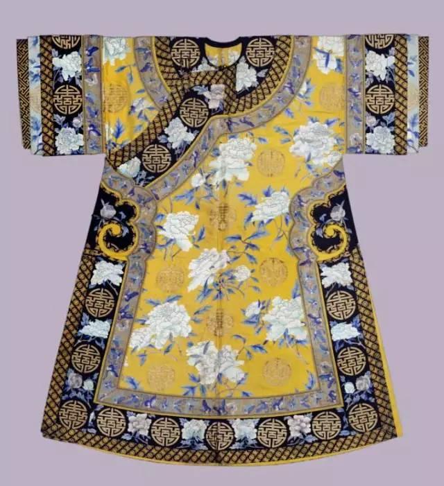 清朝服饰特点_清朝皇后妃子们的衣服,美仑美奂!
