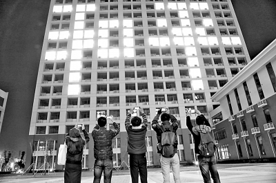 2017年12月12日,东南大学学生举行南京大屠杀死难者国家公祭日灯光祭.