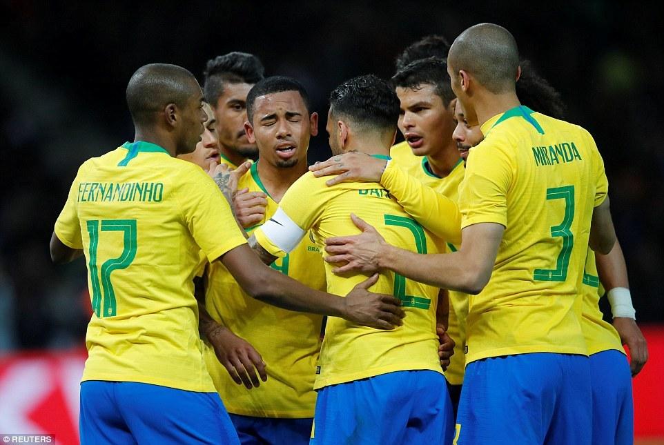 巴西世界杯主力阵容_巴西主力阵容已基本确立 热苏斯成蒂特最大福将