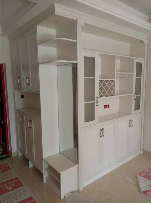 给大家分享下,玄关鞋柜和餐厅酒柜餐边柜转角一体设计,转角侧边柜隔断