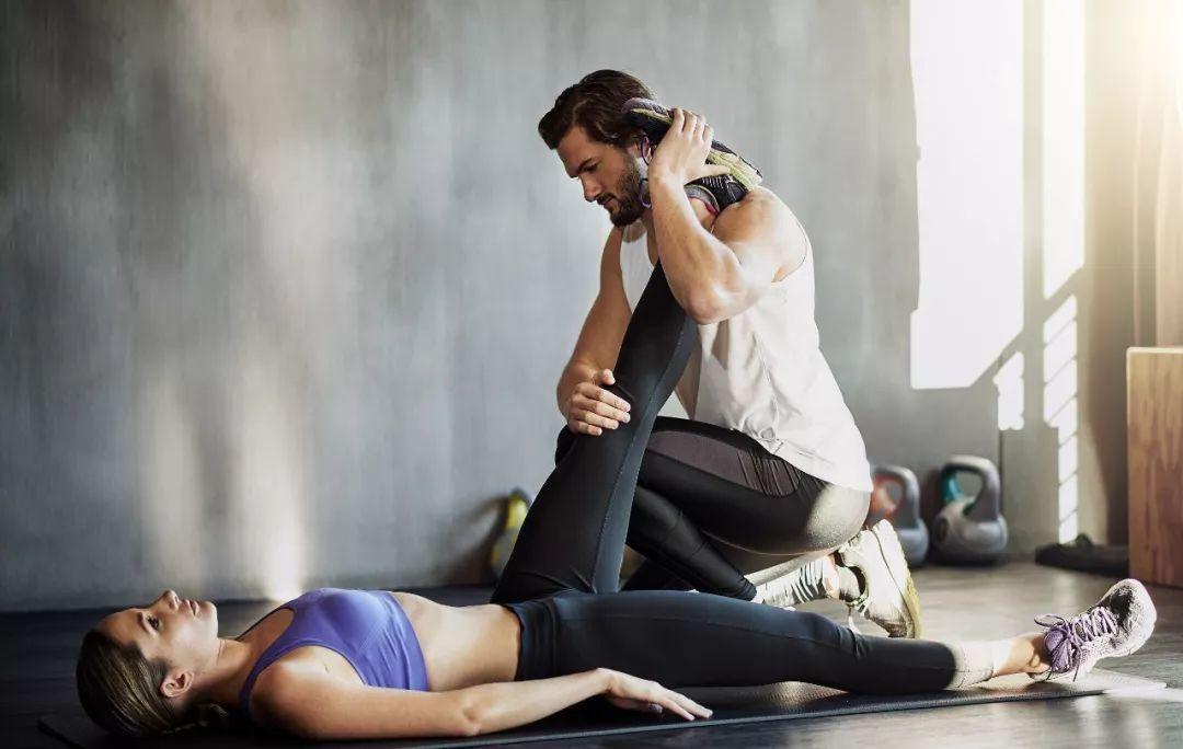 健身房私人美女教练_健身房里的男女关系,真的很乱吗?