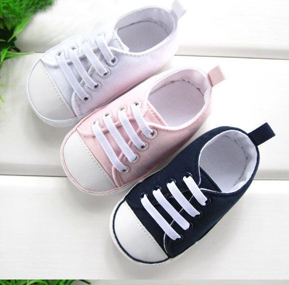 宝开始学走路 要如何给宝宝挑选合适的鞋子