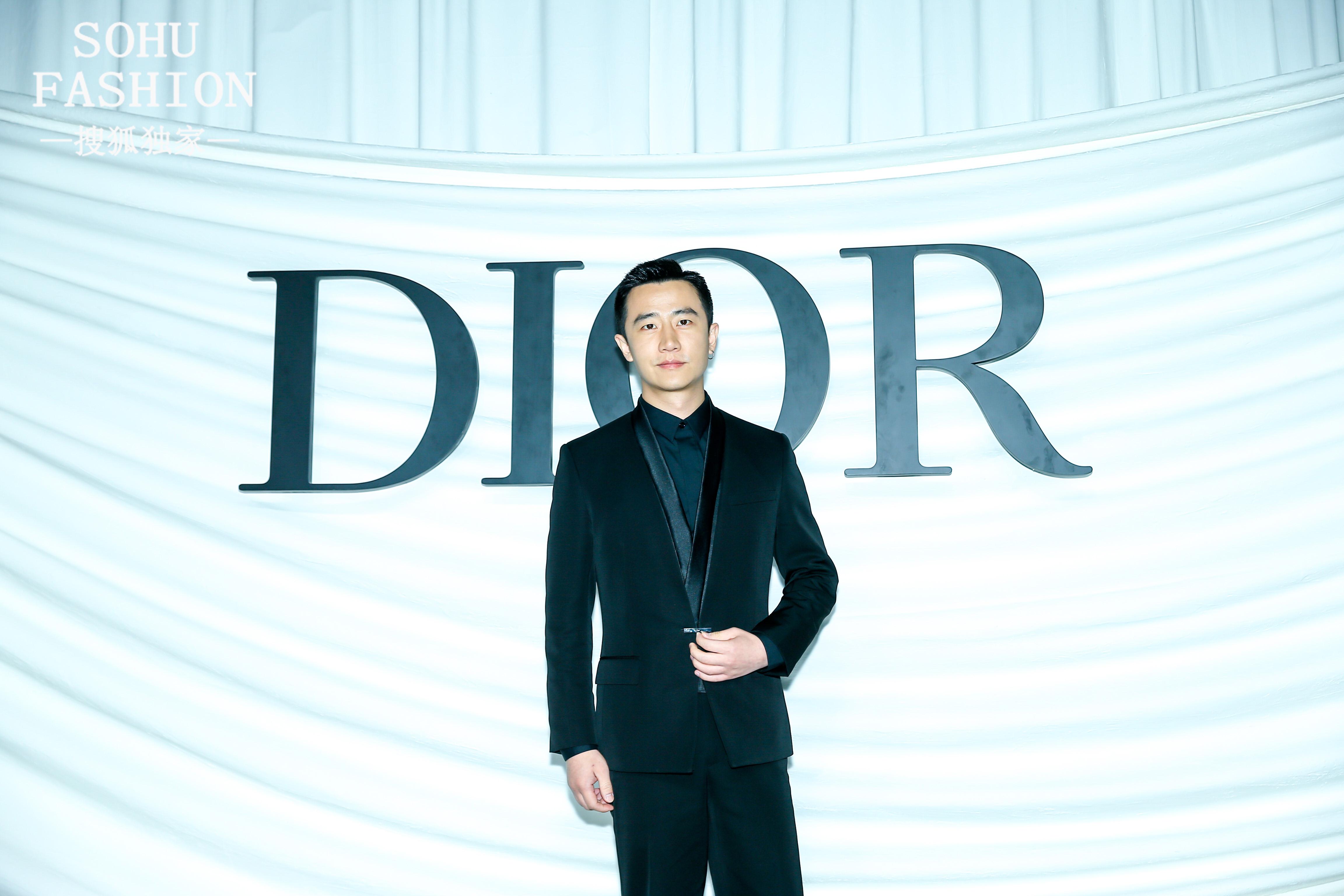 Dior迪奥12条仙女裙昨晚飘到上海,想恋爱的黄轩已经被迷倒了