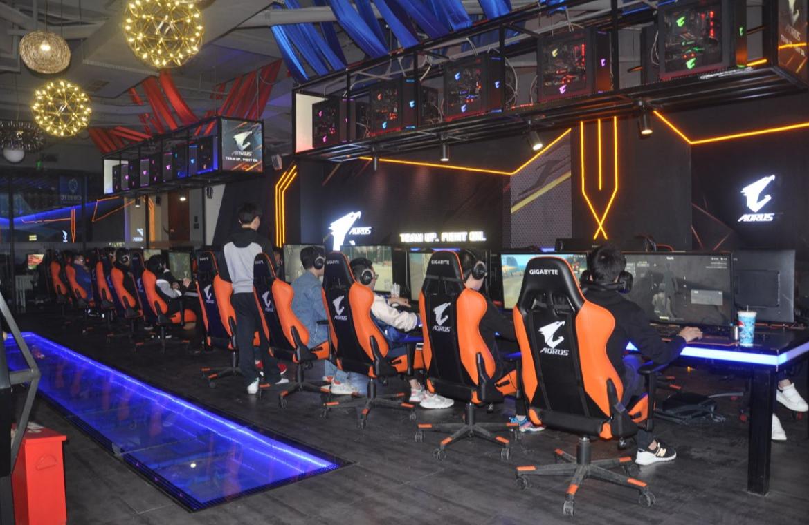 游戏、网吧和电竞馆 电竞大潮里的众生相