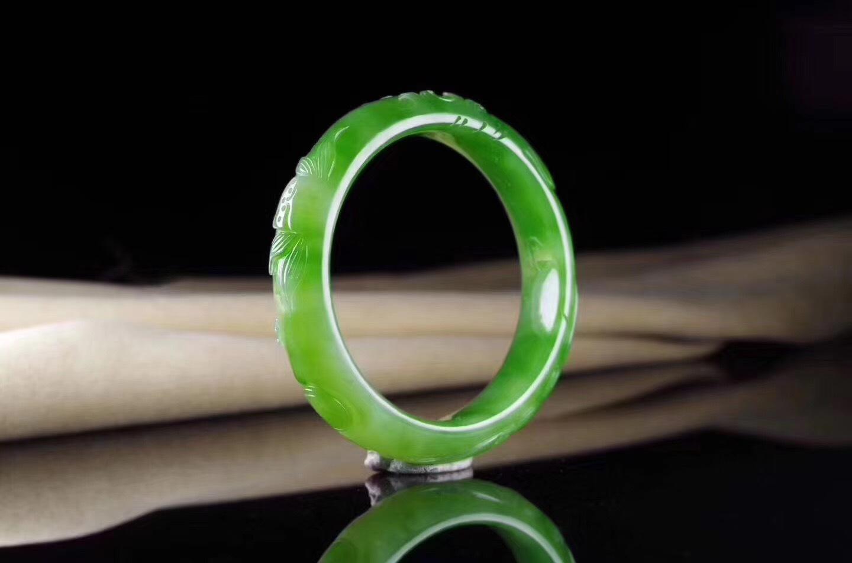 传奇珠宝:和田玉手镯—女性必不可少饰物