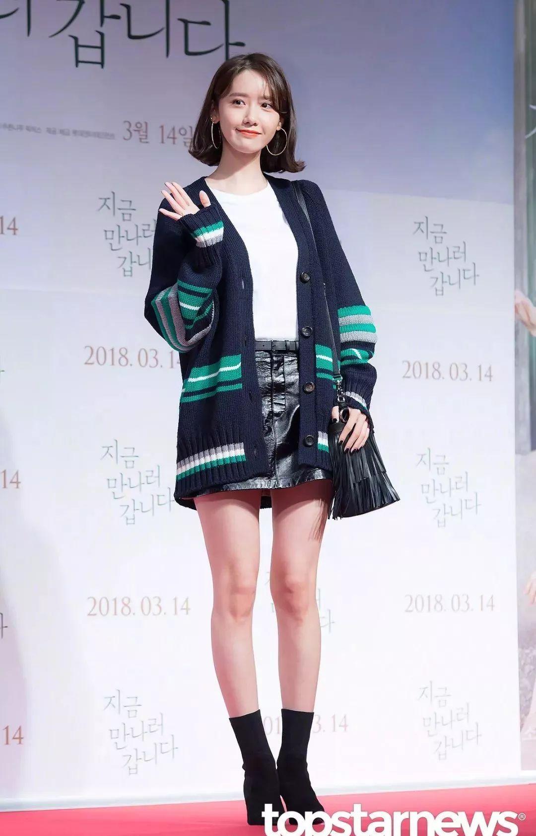 女明星全靠一件毛衣凹造型,这才是现在最时髦的「外套」 | 尚瘾俱乐部