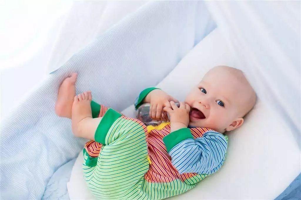 怎么判断小宝宝吃饱了呢?图片
