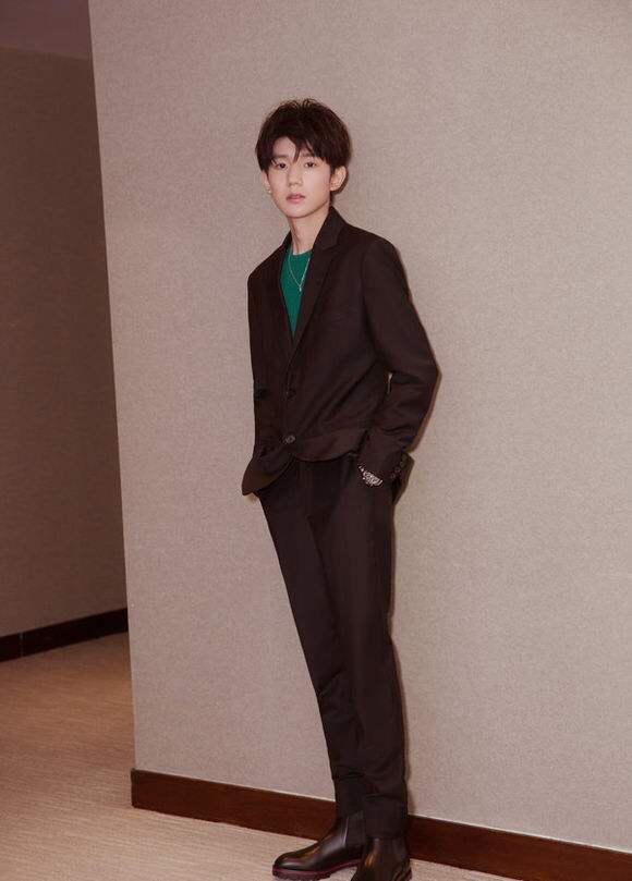 王源,王俊凯,易烊千玺穿西装照,你觉得谁最帅?