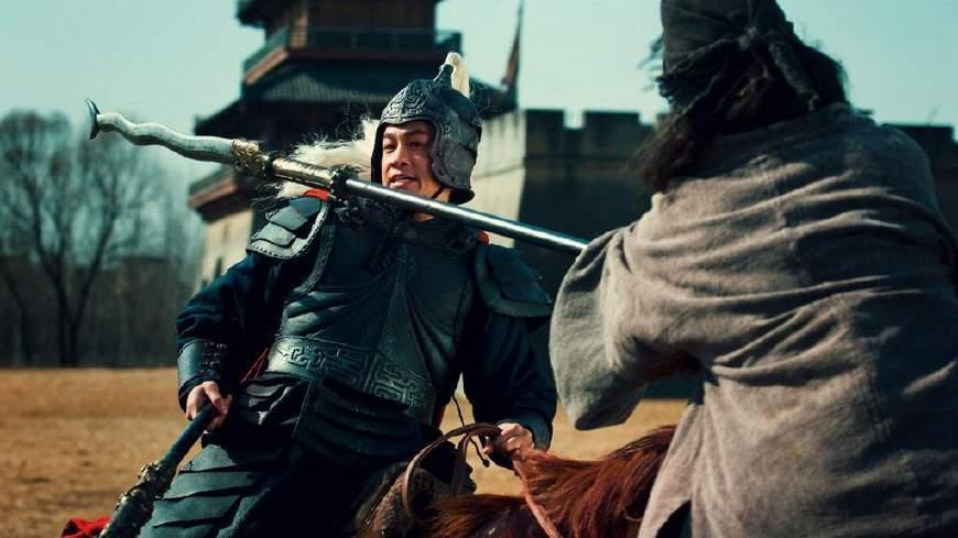 三国演义 里面,蜀汉的五虎上将张飞和关羽谁的武功更厉害呢图片