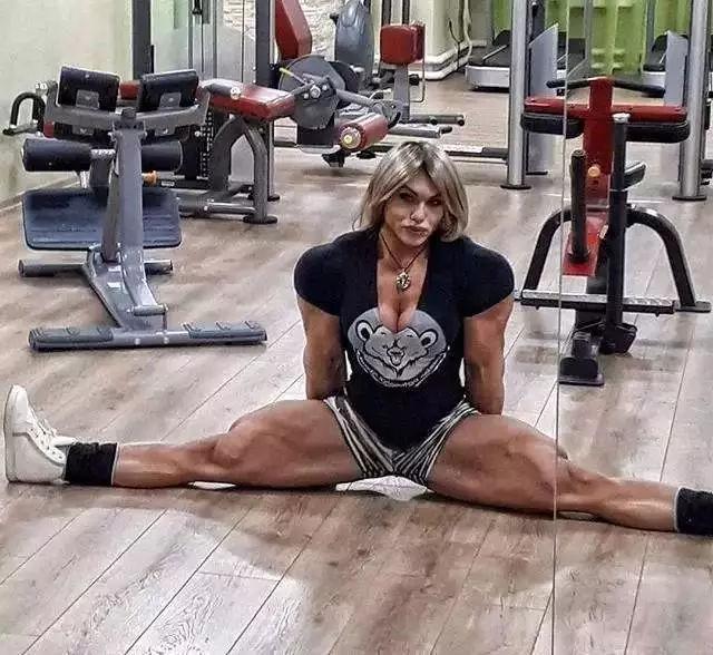 世界最粗的腿_美国模特拥有世界上最粗的大腿,堪称真人版 春丽
