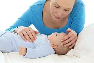 孩子半夜突然发烧,家长该如何应对呢?