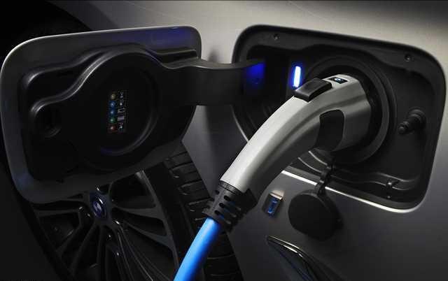 新能源汽车市场的火爆,宝马终于坐不住了!购置税全免!