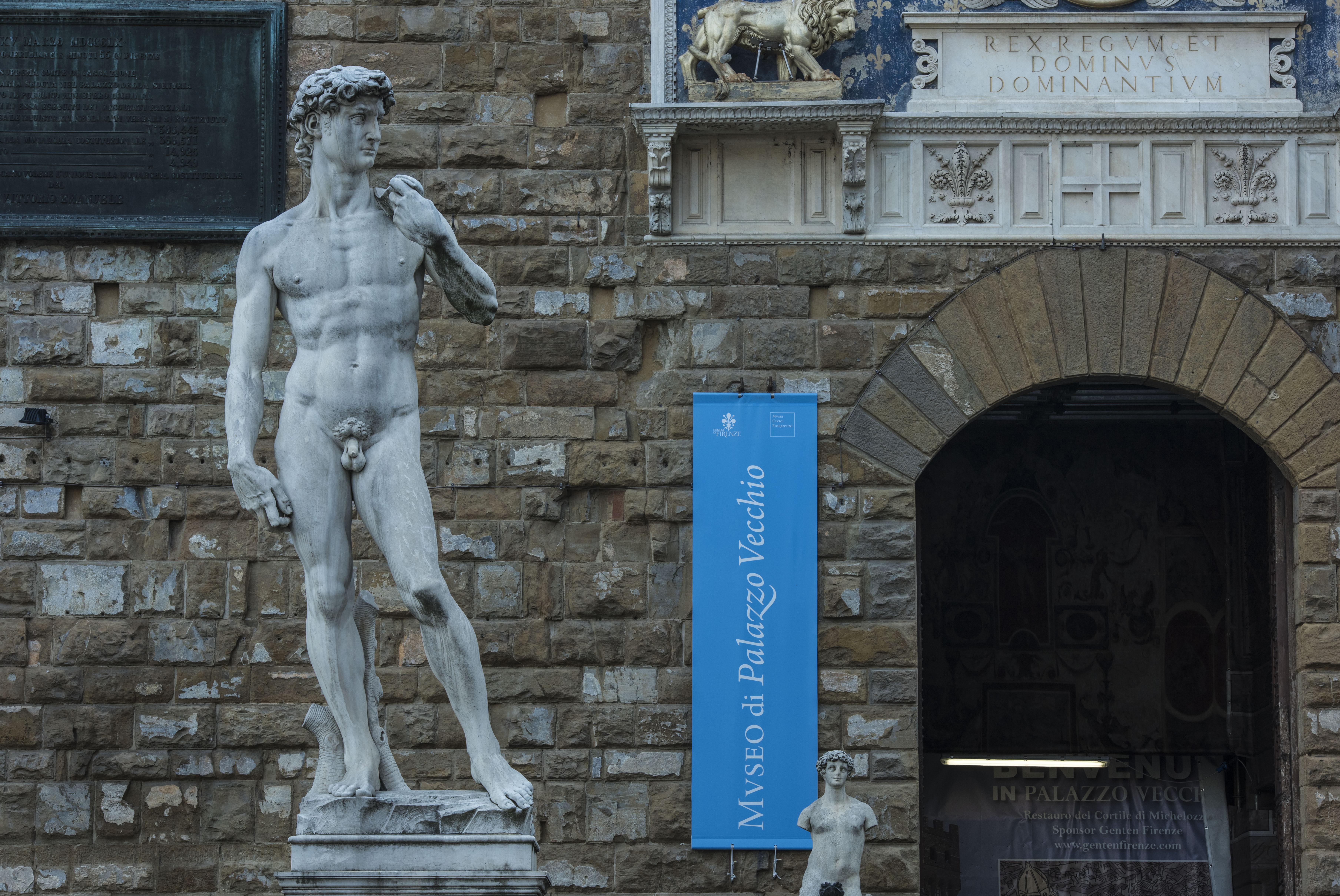 你相信不相信?大卫像也曾和维纳斯一样是断臂的。