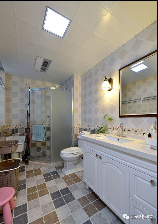 地面哑光格子瓷砖,延伸至墙面,仿马赛克腰线四周点缀,最上头浅色