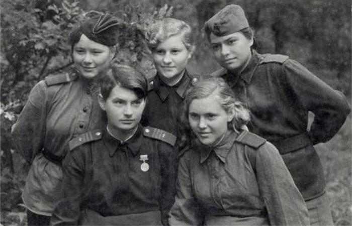 希特勒手下有一批女护士,她们为纳粹德国服务,但却不是救人
