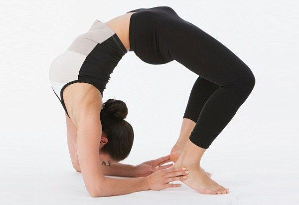 体育 正文  女神式瑜伽,作为一个半蹲体式,不仅锻炼腿部肌肉,还能提升图片
