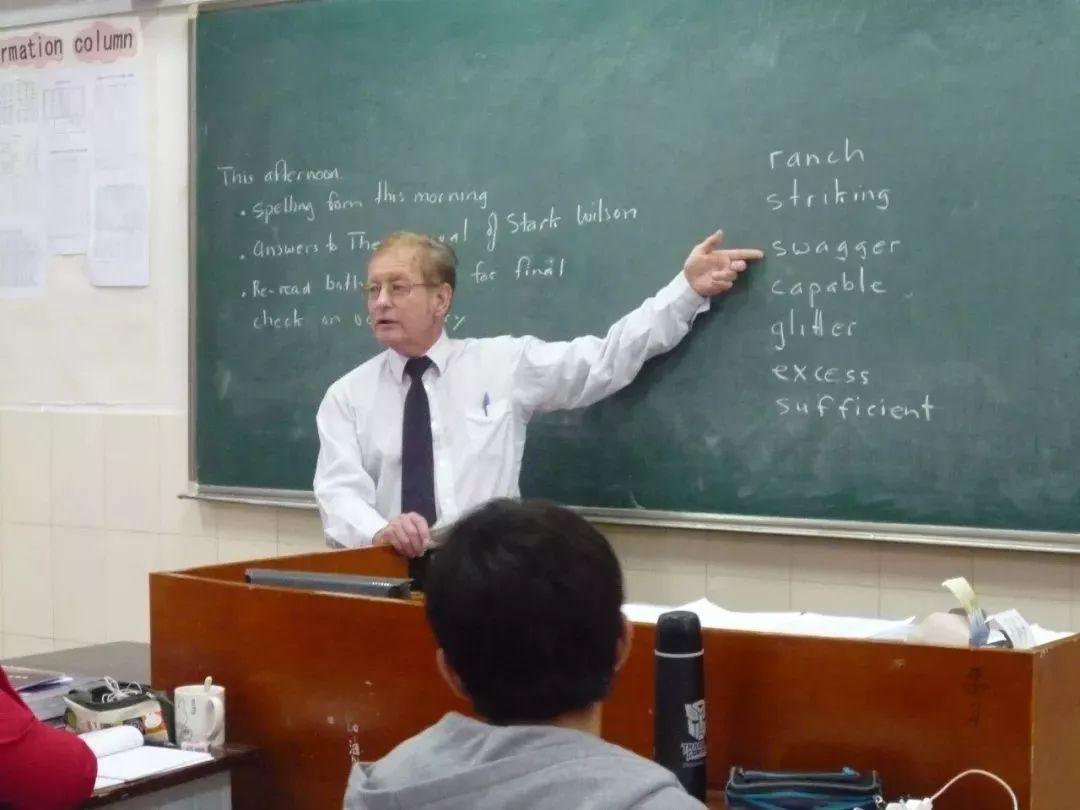 学校有一大批市,区名优教师,教育理念新,教学经验丰富,教学成效显著.