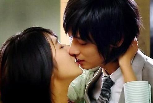性爱亲嘴舌吻小�_与\