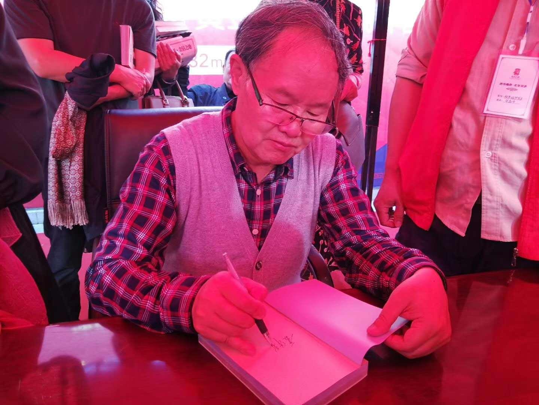 名家故乡诗意赠 清明周口文化兴—著名作家刘庆邦连续六年返乡开展讲学签赠