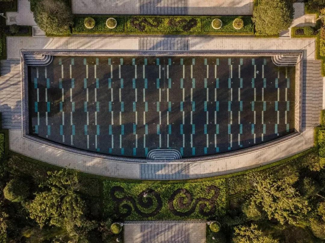园林与美感的相增添,结合了喷泉的灵动之石雕↓↓↓室内设计的文章1500字图片