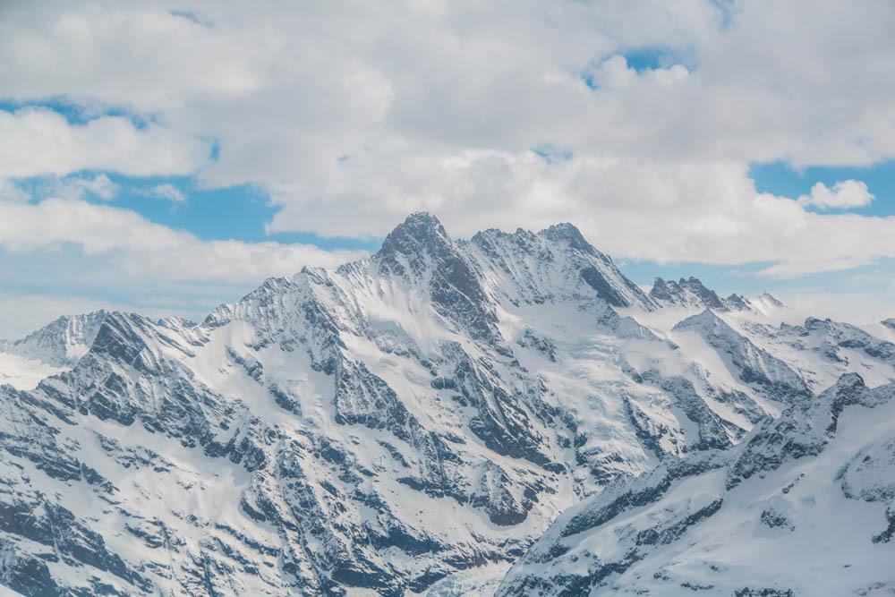 世界上最美的火车线路,开往欧洲最美的雪山最顶峰少女峰