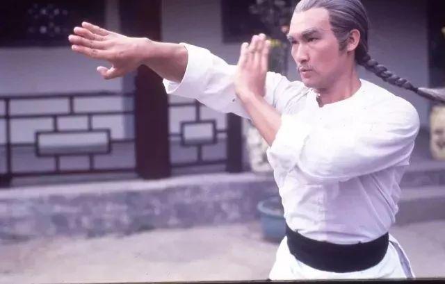 可惜70年代末对武术设计的笼统化,导致了电影中对咏春的招式展现更图片