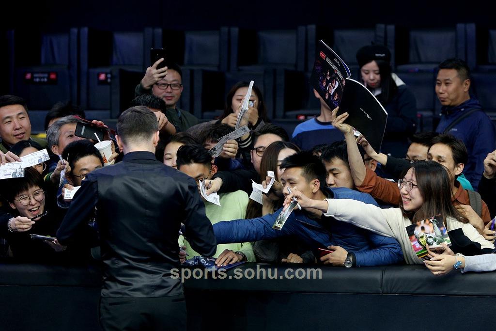 高清:斯诺克中国赛塞尔比夺冠_打破卫冕魔咒